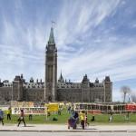 加拿大十余部长议员现场庆贺法轮大法洪传22周年