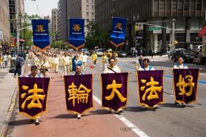 2014-5-15-minghui-513-newyork-parade-03