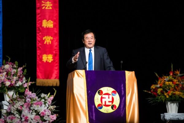 法輪功創始人李洪志先生蒞臨2014年法輪大法舊金山法會,为弟子講法答疑。(大紀元)