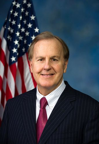 美国国会议员罗伯特·皮廷格(Robert Pittenger)支持法轮功学员控告江泽民(明慧網)