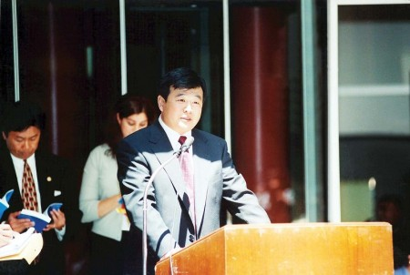 1999年6月25日李洪志老师在接受伊利诺伊州州长、州财政部长和芝加哥市长嘉奖的颁奖仪式上讲话(明慧网)