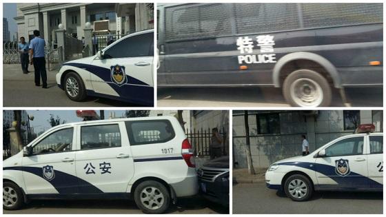 天津东丽法院门前警车排列,如临大敌。(NTD图片,知情者提供)