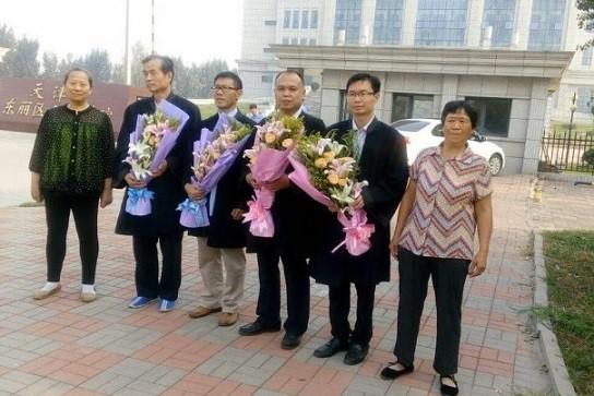 周向陽母親和李珊珊的母親與四位律師