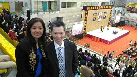 修炼法轮功11年的大诚资讯社社长林星明(右)表示,参加法会找回修炼如初的冲劲。(大纪元)