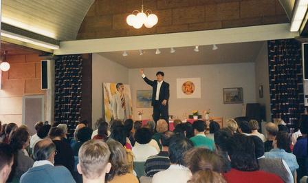 1995年4月,李洪志大师在瑞典歌德堡(Gothenburg)举办了七天的传功讲法班。(明慧网)