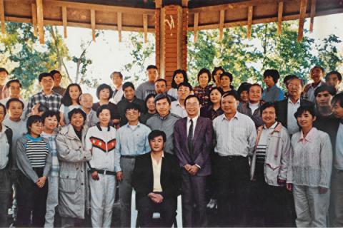 1996年10月李洪志先生首次来美公开讲法时,于10月5日到湾区,并在奥尔特加公园向西海岸的近200名法轮功学员讲法(正见网)
